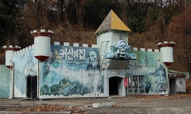 Perierga.gr - Θεματικά πάρκα που μοιάζουν απόκοσμα μετά το κλείσιμό τους