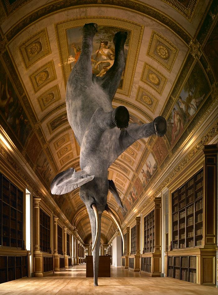 Perierga.gr - Αγάλματα και γλυπτά που αψηφούν τον νόμο της βαρύτητας
