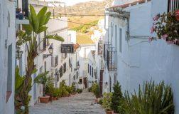 Perierga.gr - Μια γραφική «λευκή πόλη» στην Ανδαλουσία