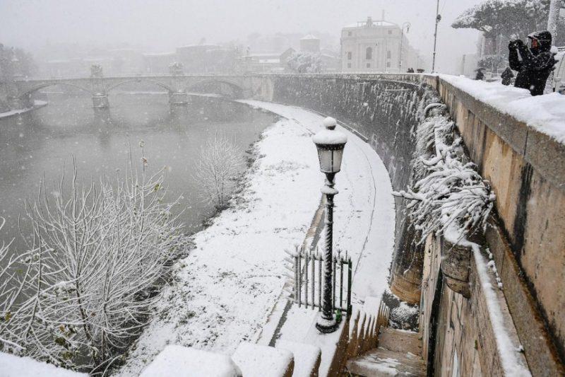Perierga.gr - Σπάνιο θέαμα: Η Ρώμη στα λευκά
