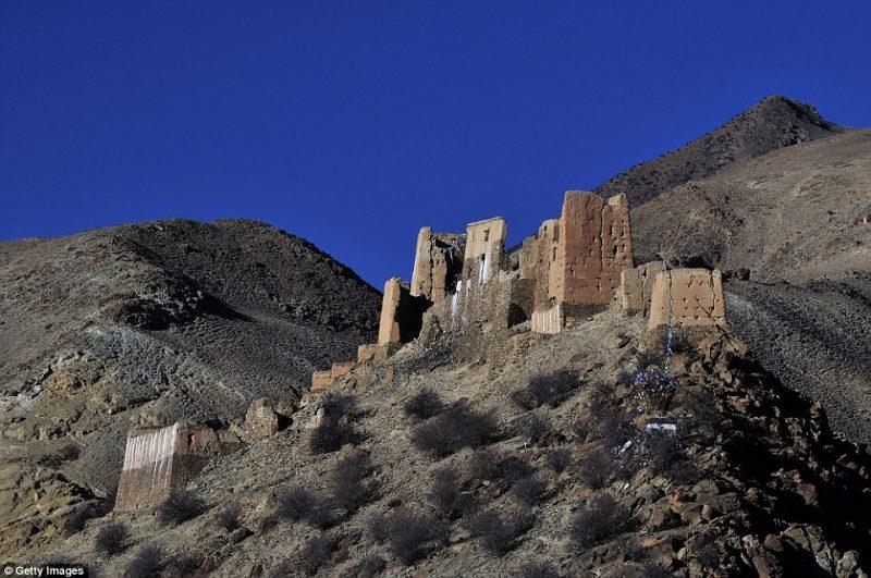 Perierga.gr - Απόκοσμες εικόνες από τα εγκαταλελειμμένα κάστρα του κόσμου