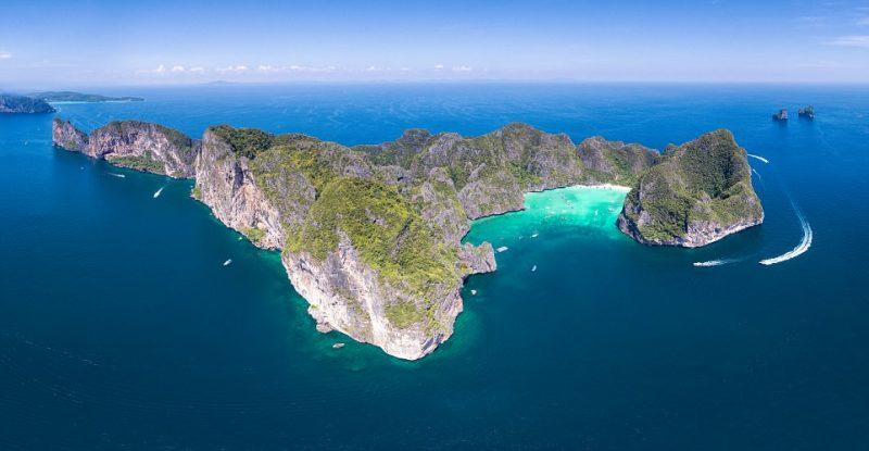 Perierga.gr - Η διάσημη παραλία Maya Bay κινδυνεύει να κλείσει λόγω των τουριστών