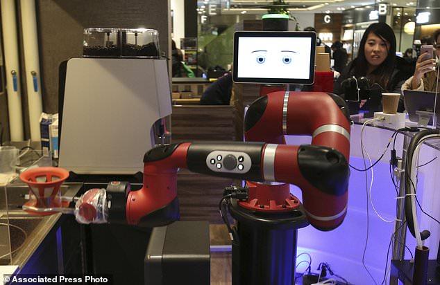 Perierga.gr - Ρομπότ-μπαρίστα σερβίρει σε καφέ της Ιαπωνίας!