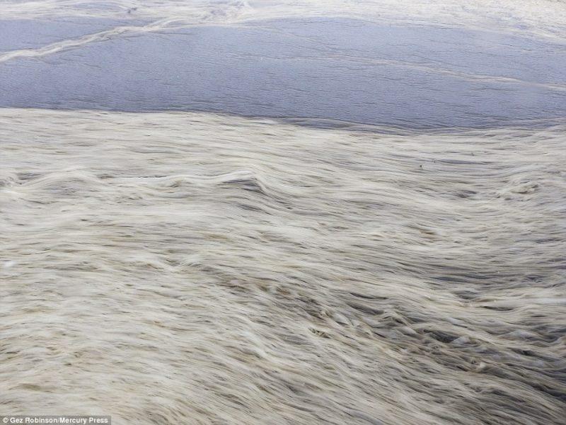Perierga.gr - Μοναδικοί σχηματισμοί πάγου που θυμίζουν κορδέλες!