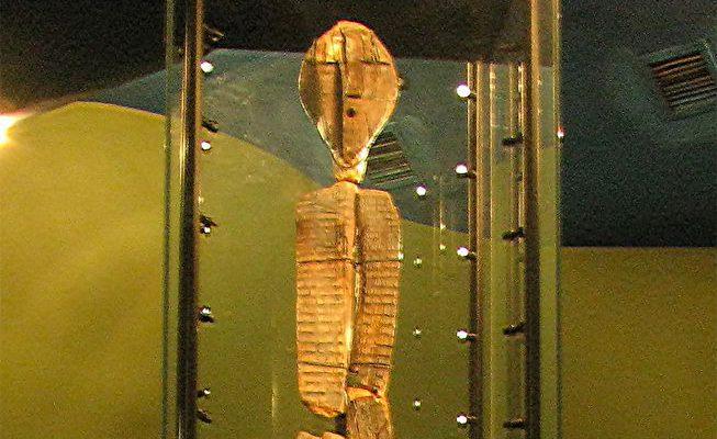 Perierga.gr - Το παλαιότερο ξύλινο γλυπτό είναι 11.600 χρόνων