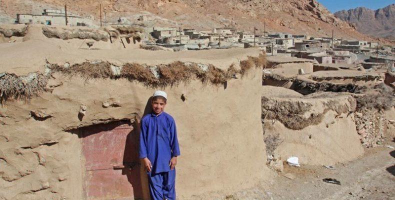 Perierga.gr - Μακούνικ: Το απομονωμένο χωριό των νάνων