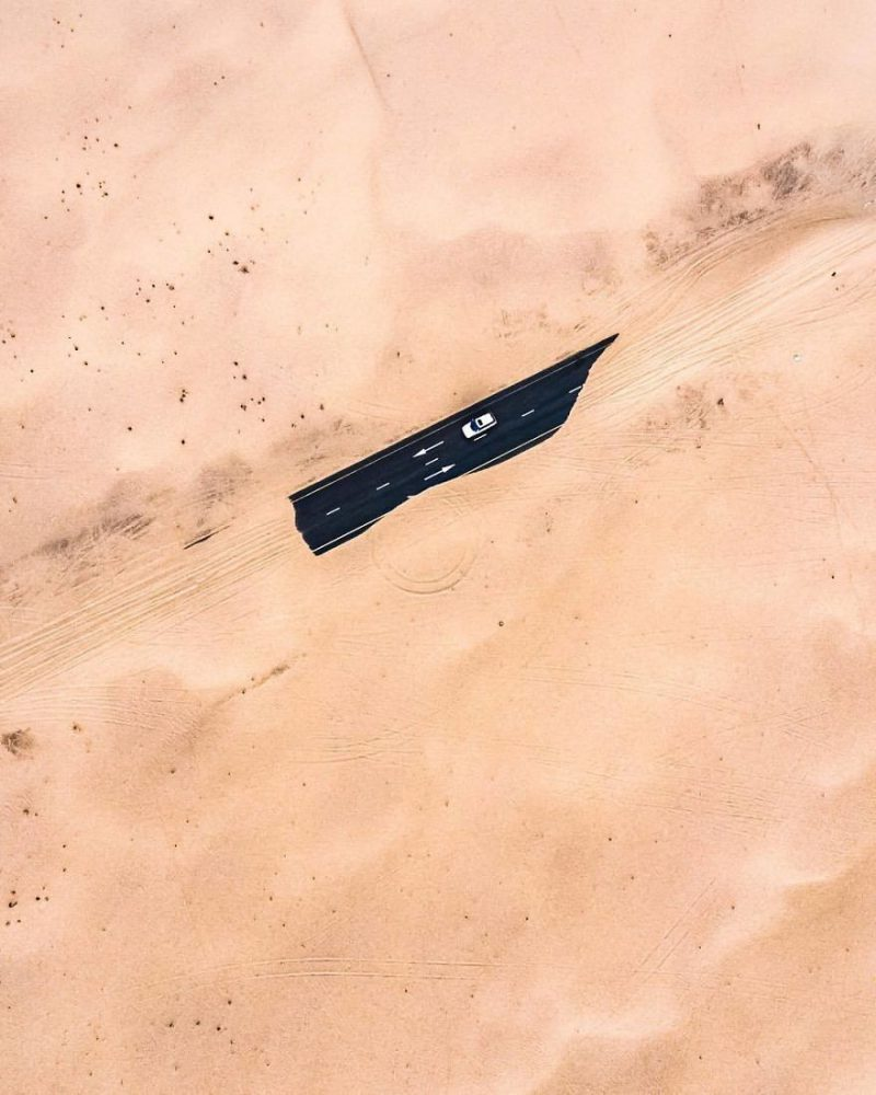 "Perierga.gr - Η έρημος... ""καταπίνει"" τους δρόμους στο Ντουμπάι"