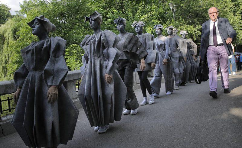 "Perierga.gr - Το θεαματικό φεστιβάλ των ""Ζωντανών Αγαλμάτων"" του Βουκουρεστίου"