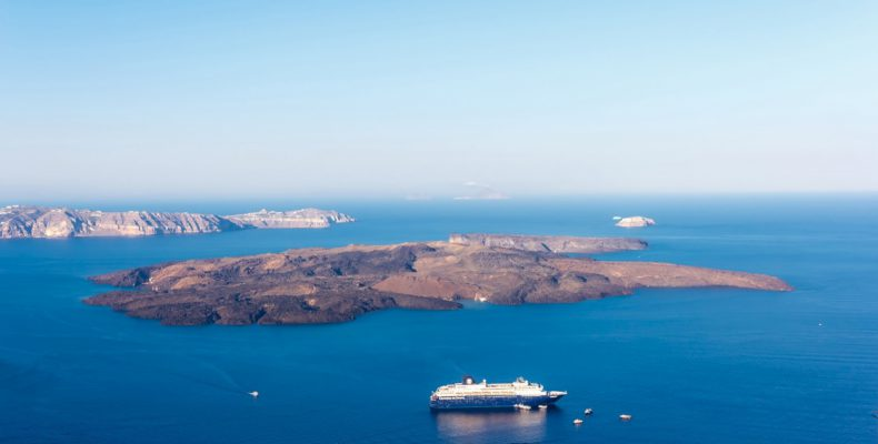 Perierga.gr - Ταξίδι με drone πάνω από τα ηφαίστεια της Ελλάδας