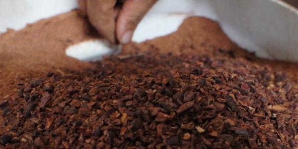 Perierga.gr - Πώς παράγεται μια σοκολάτα βήμα-βήμα