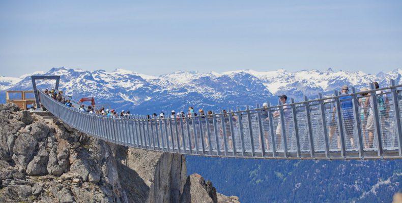 "Perierga.gr - Μια γέφυρα που ""κρέμεται"" στα 2.000 μέτρα πάνω από το έδαφος"