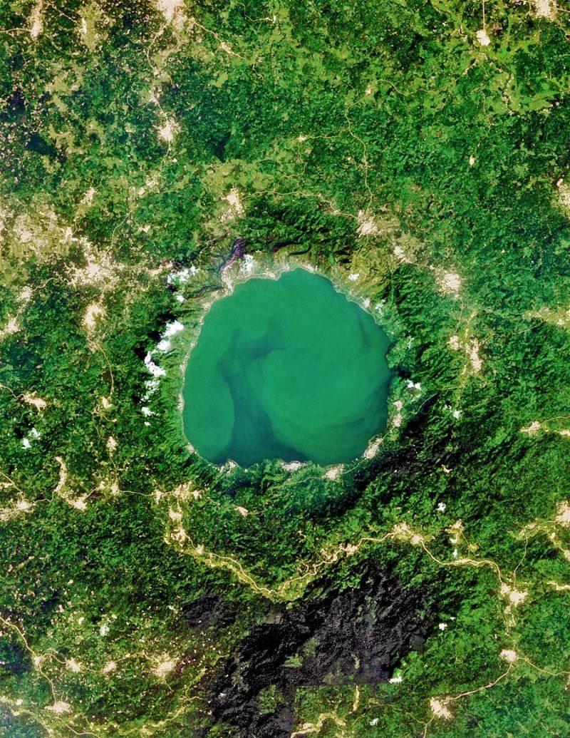 Perierga.gr - Θεαματικές φωτογραφίες με κρατήρες τραβηγμένες από ψηλά