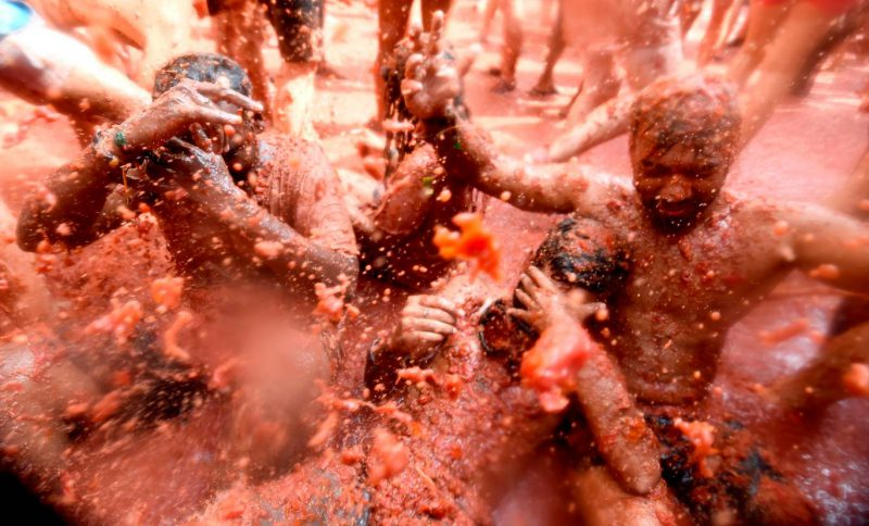 """Perierga.gr - Φωτογραφίες από το διασκεδαστικό φεστιβάλ """"Τοματίνα"""" της Ισπανίας"""