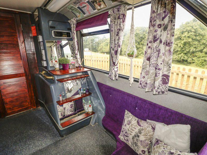 Perierga.gr - Διώροφο λεωφορείο... άλλαξε και έγινε ξενοδοχείο!