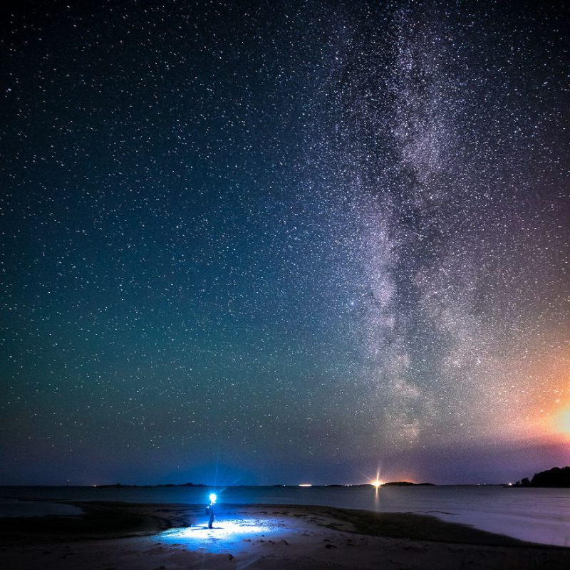 Perierga.gr - Κάτω από το νυχτερινό ουρανό της Φινλανδίας!