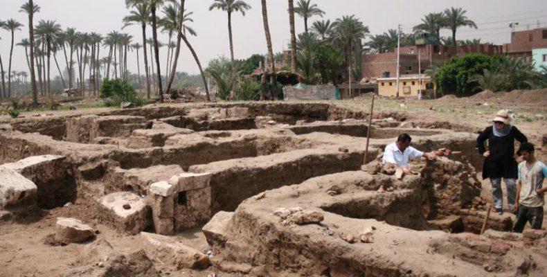 Perierga.gr - Εντυπωσιακά μεγάλο κτήριο ανακαλύφθηκε στην Αίγυπτο