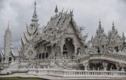 Perierga.gr - Ένας περίτεχνος λευκός ναός στην Ταϊλάνδη