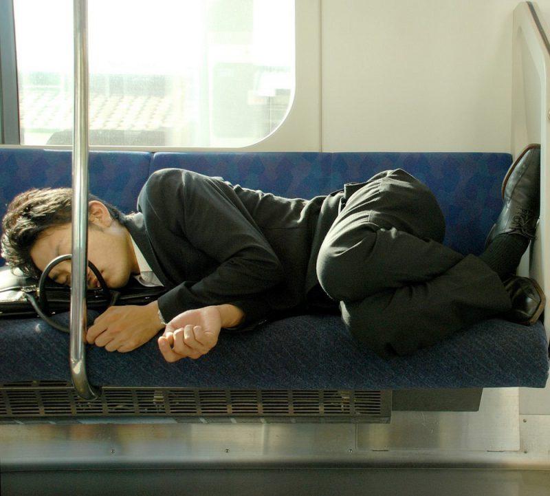 Perierga.gr - Ιάπωνες... ο πιο στερημένος λαός στο θέμα του ύπνου!
