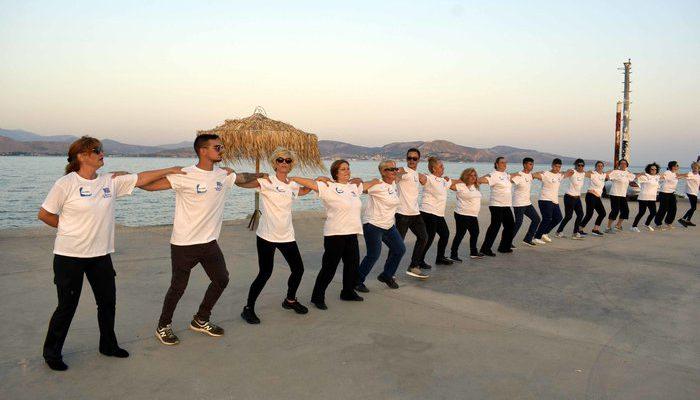 Perierga.gr - Το μεγαλύτερο χασαποσέρβικο για ρεκόρ Γκίνες στη Νέα Κίο