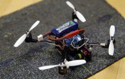 Perierga.gr - Μικρό ιπτάμενο ρομπότ ανοίγει χερούλια πόρτας για να περάσει