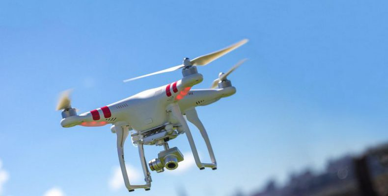 Perierga.gr - Η σύγκρουση ανάμεσα σε ένα drone και ένα αεροπλάνο
