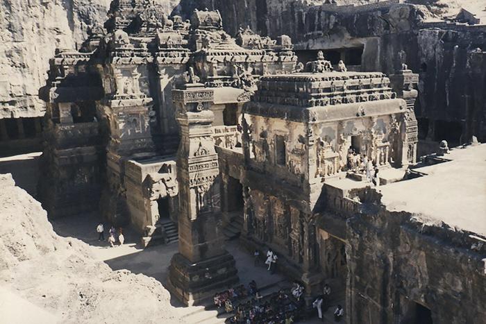 Perierga.gr - Ναός 1.300 χρόνων σκαλισμένος σε ένα βράχο