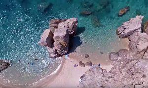 Η ανέγγιχτη ομορφιά της Χαλκιδικής με τα παράξενα «Ωμέγα»