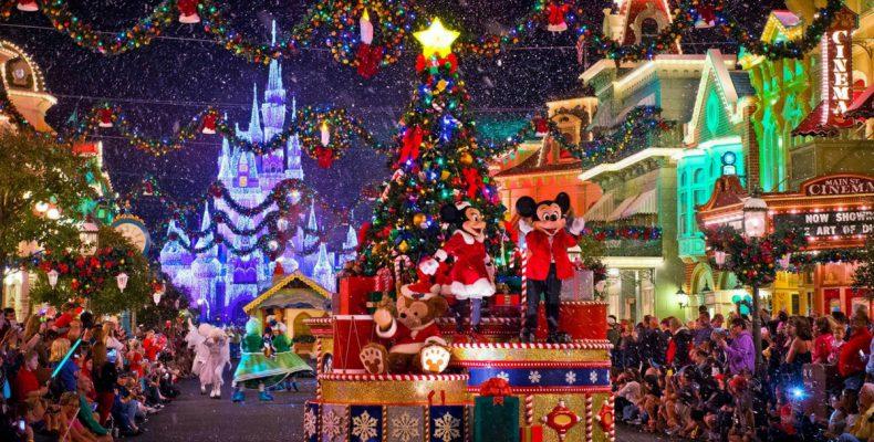 Perierga.gr - Η Disneyland έβαλε τα γιορτινά της!