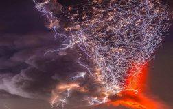 Perierga.gr - Σπάνιο βίντεο ηφαιστειακής αστραπής