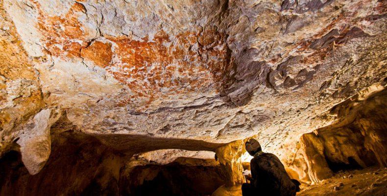 Perierga.gr - Ανακαλύφθηκε πιθανότατα η παλαιότερη τοιχογραφία σε σπήλαιο