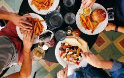 Perierga.gr - Οι Έλληνες τρώμε πολύ και ανθυγιεινά
