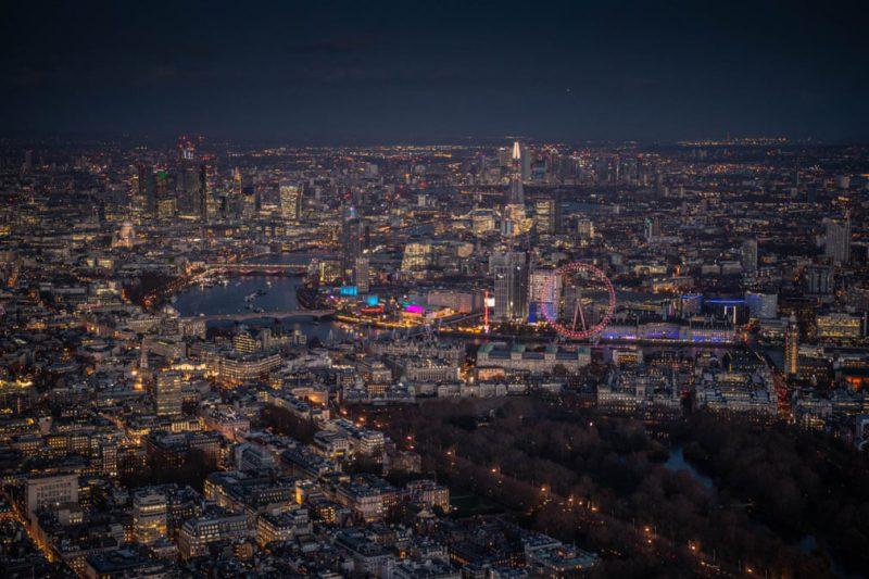 Perierga.gr - Όμορφες εικόνες του φωτισμένου Λονδίνου από ψηλά