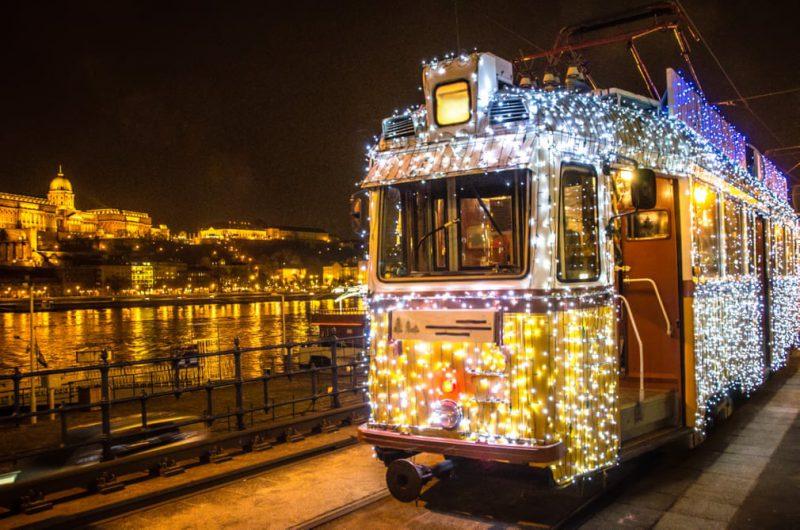 Perierga.gr - Μέσα μεταφοράς... ντύθηκαν γιορτινά!
