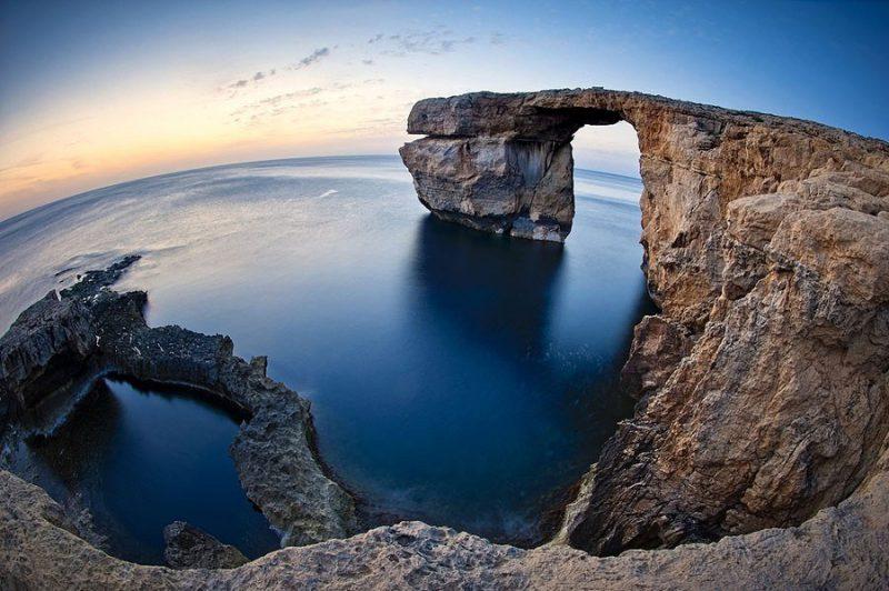 Perierga.gr - Με μια εντυπωσιακή χαλύβδινη δομή ενδέχεται να αντικατασταθεί το Γαλάζιο Παράθυρο της Μάλτας