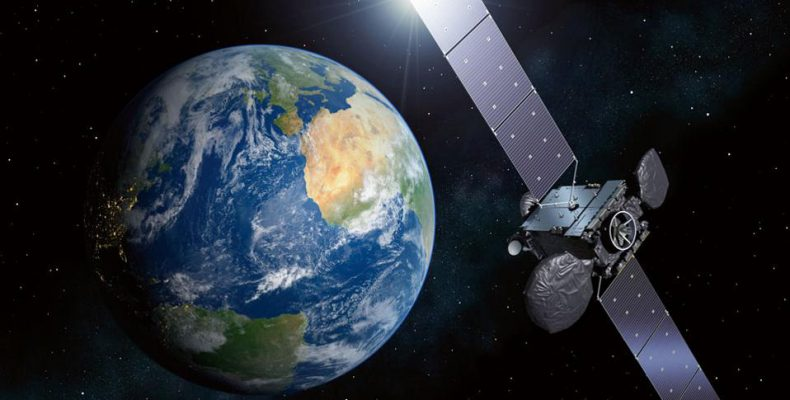 Perierga.gr - Εκτοξεύεται ο μεγαλύτερος δορυφόρος της Ευρώπης με την ελληνική και κυπριακή σημαία