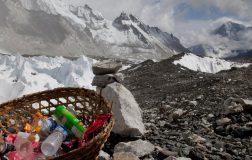 Perierga.gr - 300 τόνοι σκουπιδιών μαζεύτηκαν από το Έβερεστ το 2018