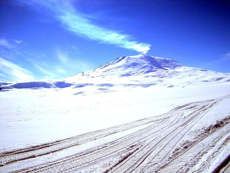 Perierga.gr - Το νοτιότερο ενεργό ηφαίστειο του πλανήτη