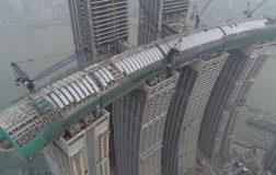 Perierga.gr - Ο οριζόντιος ουρανοξύστης της Κίνας... κατασκευαστικό επίτευγμα!