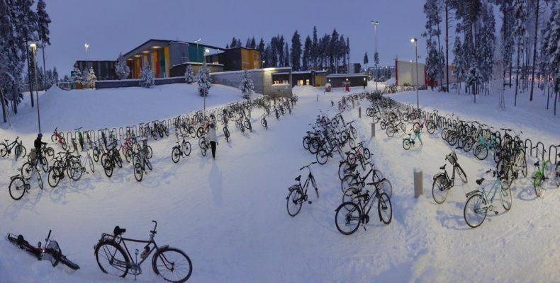 Perierga.gr - Σε αυτή την πόλη τα παιδιά πάνε σχολείο με ποδήλατο ακόμα και στους -17°C