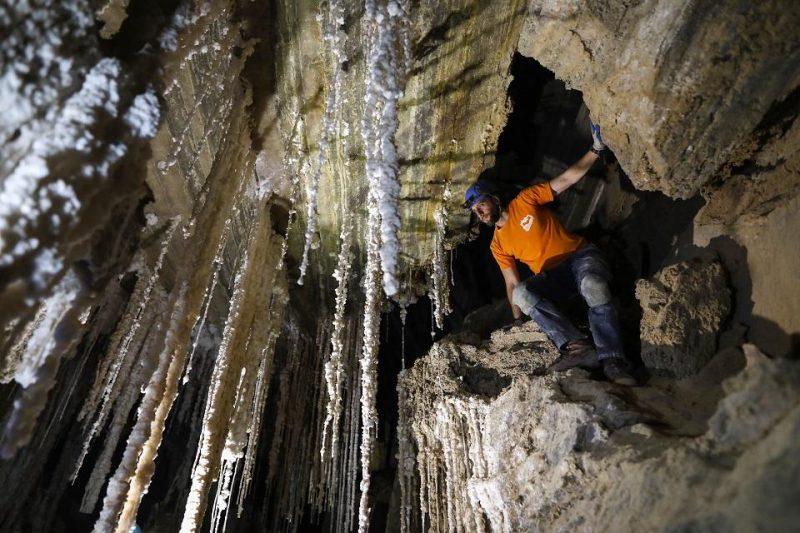 Perierga.gr - Το μεγαλύτερο σε μήκος σπήλαιο άλατος στον κόσμο