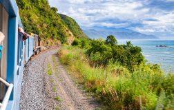 Perierga.gr - Διαδρομή με τρένο σταματά... εξαιτίας των selfie!