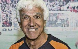 Perierga.gr - 73 χρονος τερματοφύλακας μπήκε στο Γκίνες!