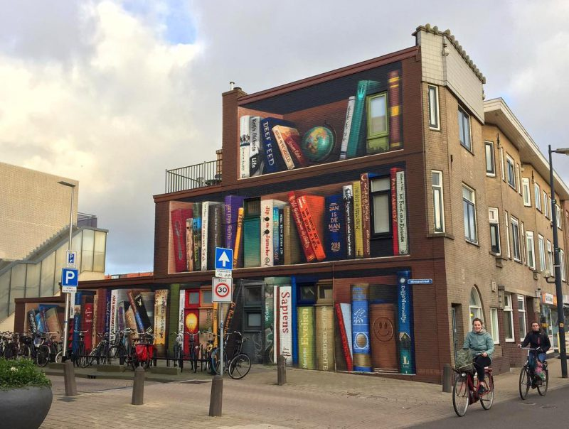 Perierga.gr - Καλλιτέχνης σχεδιάζει βιβλιοθήκες σε προσόψεις κτηρίων