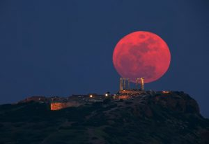 Perierga.gr - Πανσέληνος της Φράουλας: Εντυπωσιακό το φεγγάρι από σήμερα μέχρι τη Δευτέρα