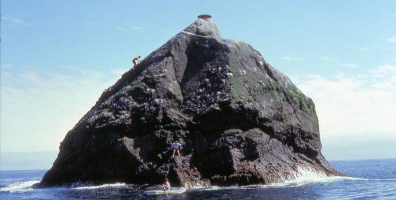 Perierga.gr - Υπάρχουν άνθρωποι που πληρώνουν 2.200 ευρώ για να επισκεφθούν αυτή τη βραχονησίδα για 20 λεπτά