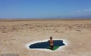 Perierga.gr - Φυσική πισίνα στην έρημο