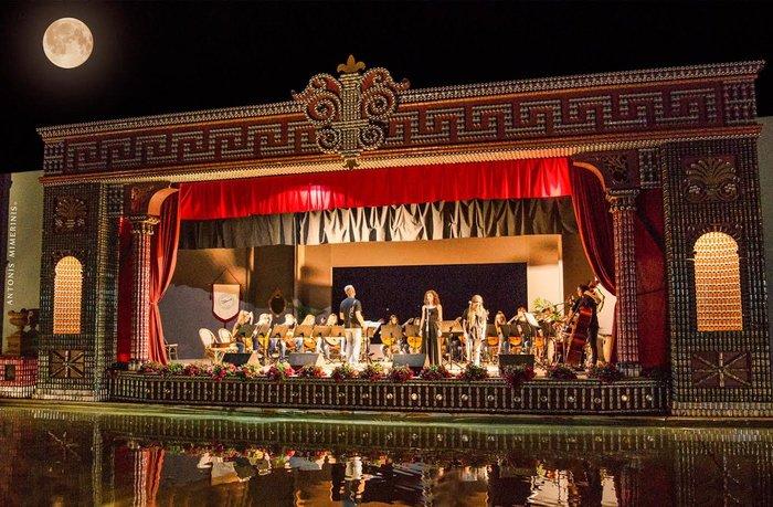 Perierga.gr - Η πλωτή όπερα του νερού και του ονείρου στην Πρέβεζα