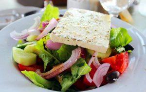 Perierga.gr - Ωδή στη χωριάτικη σαλάτα από τους Γερμανούς