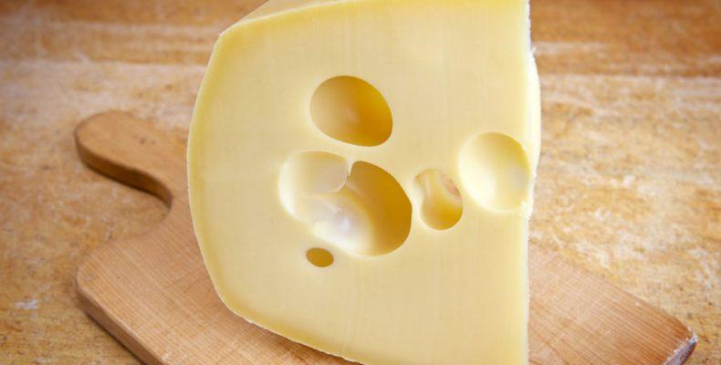Perierga.gr - Πού οφείλονται οι περίφημες τρύπες του τυριού έμενταλ;