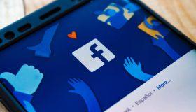 Perierga.gr - Το Facebook έφθασε τους 1,62 δισεκατομμύρια καθημερινούς χρήστες
